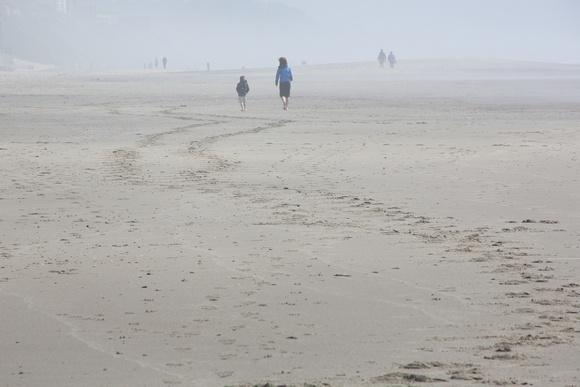 Week 22 Minimalism May 28 Beach walking in the midst